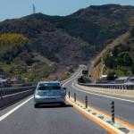 長崎自動車道を走るプリウスPHV