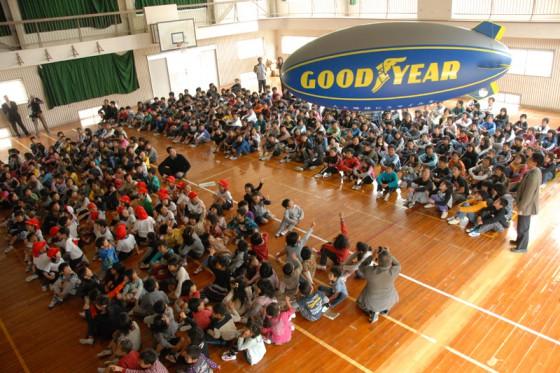 体育館に376名の子供たちが集合