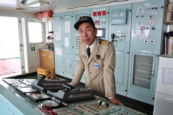 操舵室を案内してくれた池上船長