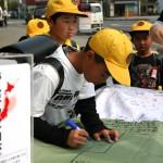 宮崎の小学生も寄書き