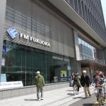 FM福岡 1Fは公開スタジオだ
