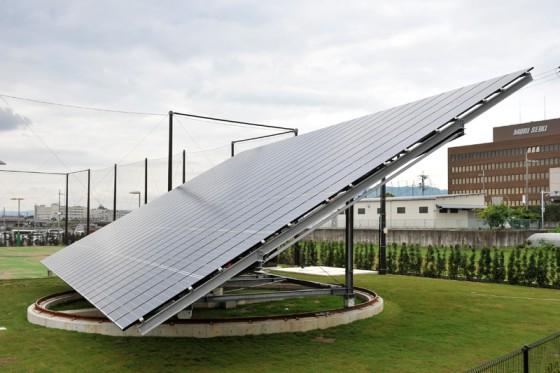 太陽を自動追尾するソーラー発電