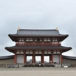 南面する正門「朱雀門」