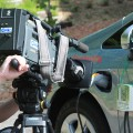 充電の様子を撮影する岡山放送のTVカメラ