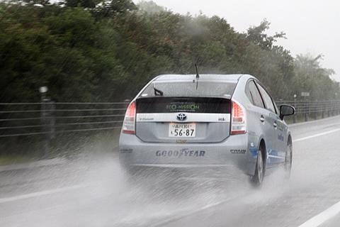 大雨の高松自動車道