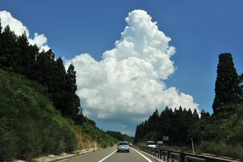 行く先には見事な積乱雲が