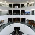 開放的な展示ホール