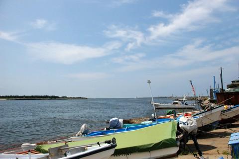 日本海に注ぐ九頭竜川河口に到着