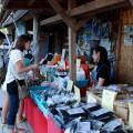 土産物売場の盛況ぶり