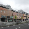 プリウスPHVを展示するオートモールのある北館