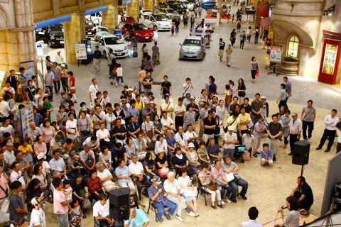 トークイベントが開催されたリヨン広場