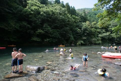 素晴らしい川遊び体験