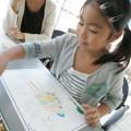 来店の子供達は楽しそうにお絵描き