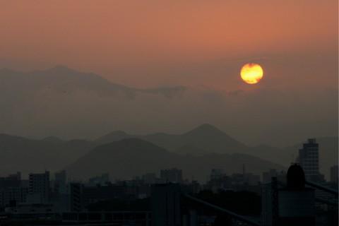 美しい夕日がチームを励ましているようだ