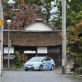 茅葺きが見事な八幡神社の「長屋門」