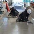 防水シールの仕上げ作業に入り完成間近