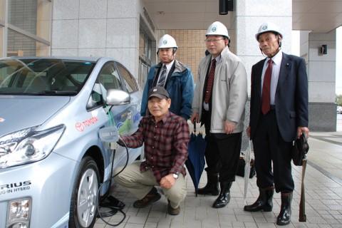 """鈴木さんに""""カチッ""""と充電をお願いした"""