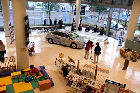 広大なフロアと高い天井で開放感いっぱいのネッツトヨタ道都中央店