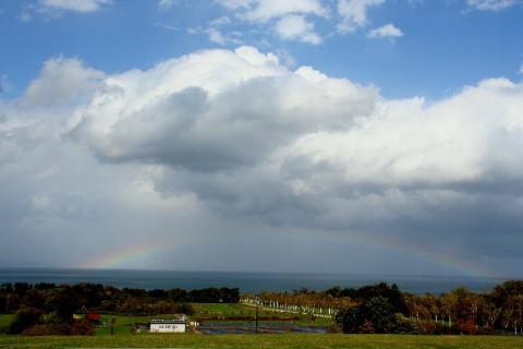 内浦湾、別名、噴火湾に浮かぶ美しい虹