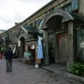 倉庫の中は店舗や博物館に改装されている