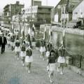 昭和61年完成当時の散策路をパレードする。