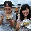 笑顔が素敵な女子大生、堤 加会子さん(右)櫻井 美友さん(左)
