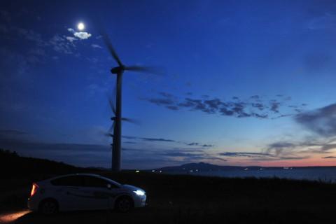 日本海からの風受けて回る風車