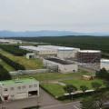 発電所と能代市街とは広大な松林で隔てられている