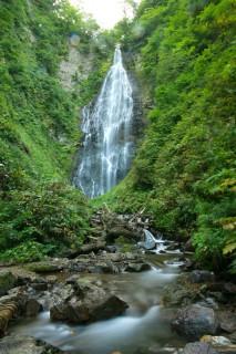 荘厳なくろくまの滝