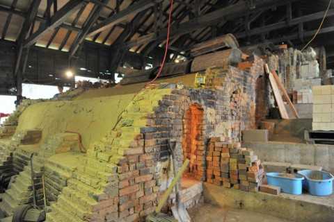 煉瓦を焼く巨大な登り窯