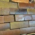灰を被った自然釉が見事な煉瓦
