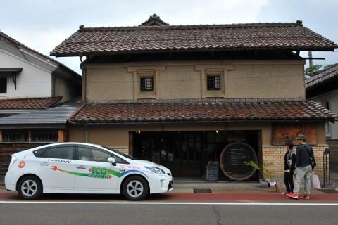 江戸時代に建てられた間口の広い店蔵(田楽喫茶「豆◯」)