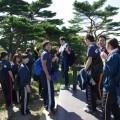 山頂で東北福祉大の学生たちと談笑