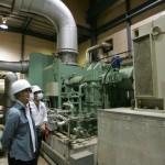 蒸気タービン(奥)と発電ユニット(手前)