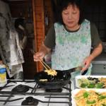自前のガスで天ぷらを揚げていた