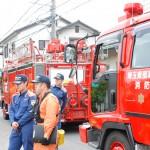 消防車も続々と集まる