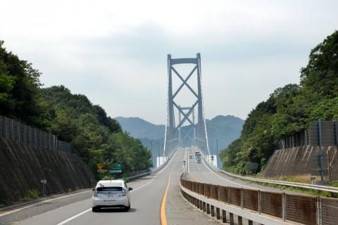 因島大橋は自動車専用と歩行者・二輪車用の2階建て構造