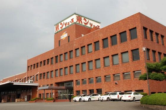 レンガ造りの本社ビル