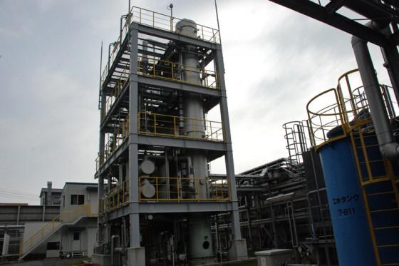 蒸留設備でエタノールを精製する