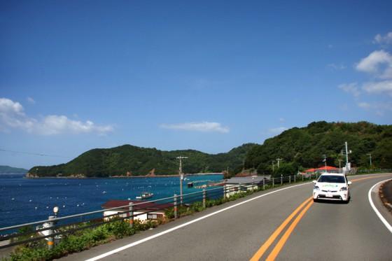 晴天に映える宇和海沿いの宿毛街道
