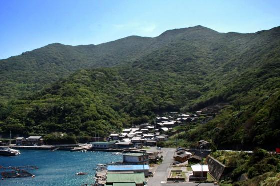 海と山に挟まれた外泊全景