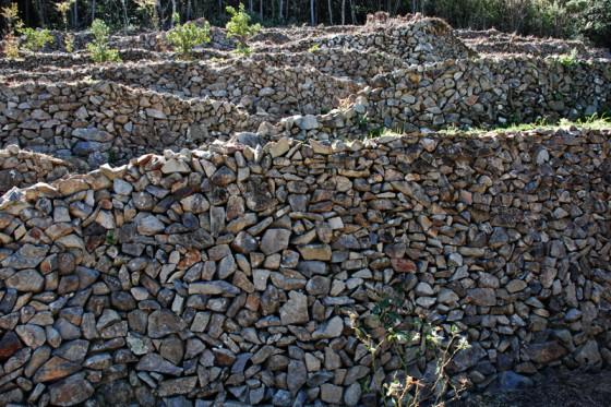 積み上げられた無数の石が織りなす芸術作品だ。