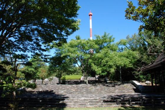 馬瀬山頂公園内にある宇和海展望タワー