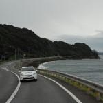 山口県北部の日本海沿を走るプリウスPHV
