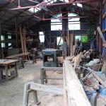工作機械が揃った材木加工所