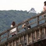 錦帯橋越しに岩国城を望む