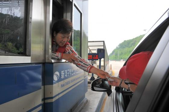 首都高速のようなエリアは800ウォン(80円)と格安!