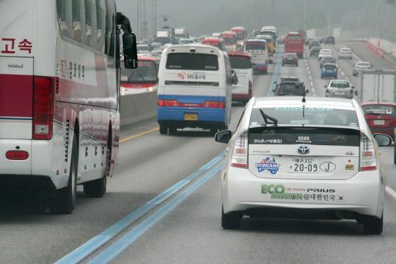 ブルーラインの中はバス専用車線