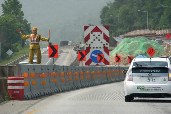 高速道路の拡張整備工事が至る所で進められている