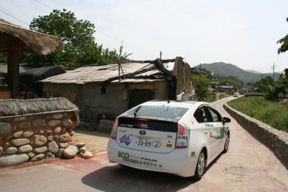 清流沿いに建ち並ぶ伝統的韓家